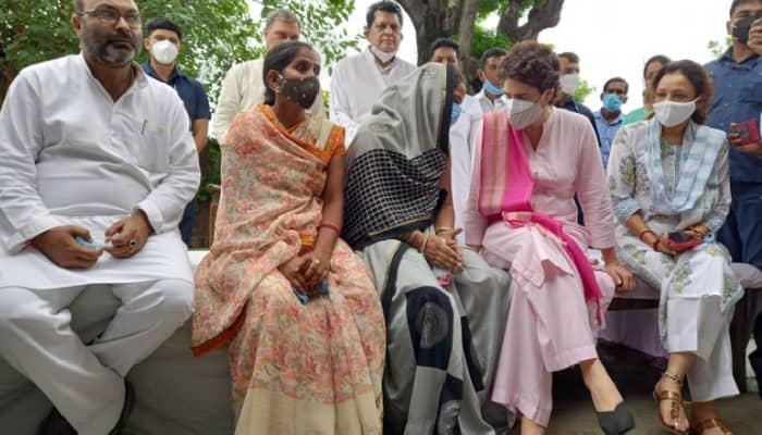 लखीमपुर खीरी: ब्लॉक प्रमुख चुनाव में दुर्व्यवहार का शिकार हुई रितु सिंह और अनीता यादव से मिलीं प्रियंका गांधी