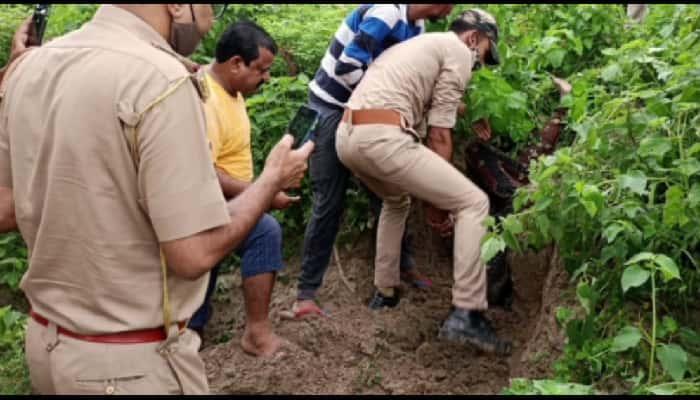 Gonda News:  झाड़ियों में पड़ा मिला युवक का शव, हड़कंप