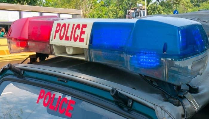 Gonda News: पति ने धारदार हथियार से काटकर पत्नी को मौत के घाट उतारा, फरार, जांच में जुटी पुलिस