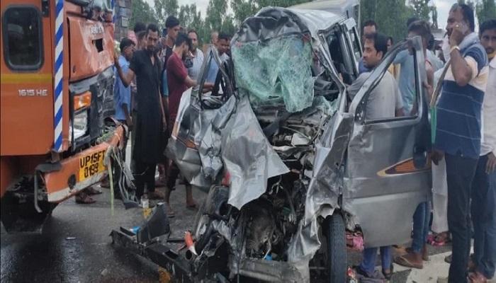 रामपुर: कैंटर और इको गाड़ी की भीषण टक्कर, 1 महिला सहित 5 की मौत, एक महिला की हालत गंभीर