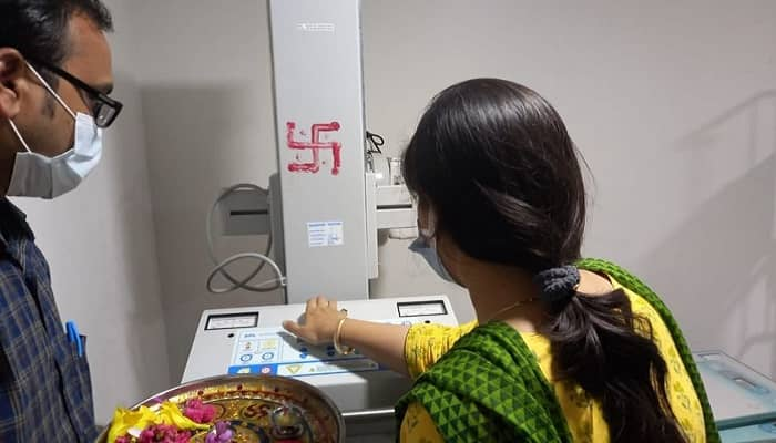 Basti News: जिलाधिकारी ने कैली अस्पताल में पोर्टेबल एक्स-रे मशीन का किया उद्घाटन