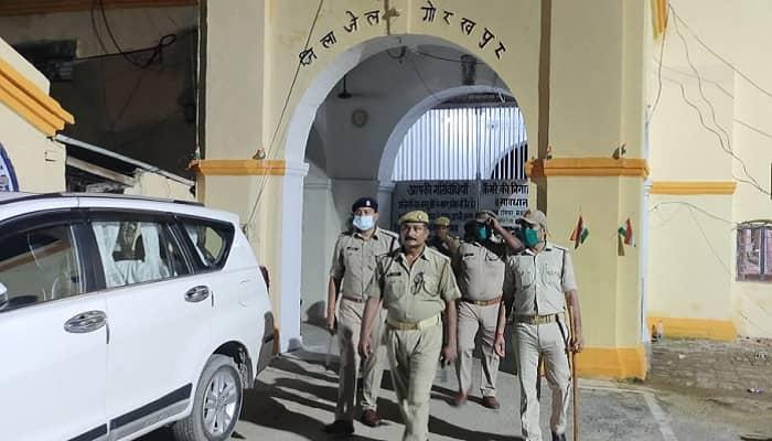 गोरखपुर: डीएम- एसएसपी के नेतृत्व में  जेल का किया गया औचक निरीक्षण, जेल में मचा हड़कंप..अफरा-तफरी का रहा माहौल,  मिला मोबाइल