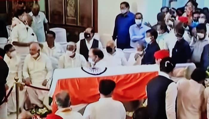 विधानसभा भवन में रखा गया कल्याण सिंह का पार्थिव शरीर, दोपहर 3:30 बजे गृह जनपद अलीगढ़ ले जाया जाएगा
