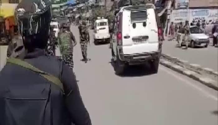 J&K: आतंकियों ने पुलवामा के मेन चौक पर पुलिस पार्टी पर फेंका ग्रेनेड , तीन नागरिक घायल