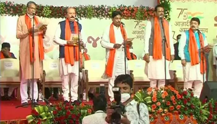 गुजरात: भूपेंद्र कैबिनेट में 24 नए मंत्रियों ने ली शपथ,  रूपाणी कैबिनेट के सभी मंत्रियों की छुट्टी