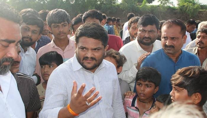 अब गुजरात में आपकी आख़री सरकार के सिर्फ़ 15 महीने बचे, इस बचे हुए समय का सदुपयोग जनता की भलाई के लिए करें, लूटने में नहीं: हार्दिक पटेल की बीजेपी से अपील